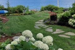 lakefront lawn:garden